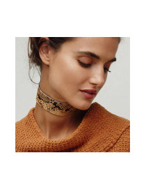 Exaggerated Black Snakeskin Pattern Decorated Pure Color Chocker