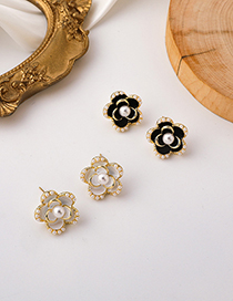 Fashion White Flower Pearl Alloy Earrings