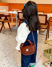 Fashion Red Wine Childrens One-shoulder Messenger Bag With Chain Lock