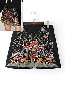 Elegant Black Embroidery Flower Decorated Mini Skirt