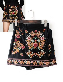 Fashion Multi-color Embroidery Flower Decorated Shorts