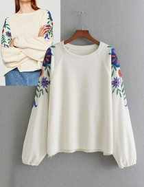 Fashion White Embroidery Flower Decorated Sweater