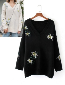 Fahsion Black Embroidery Flower Decorated Sweater