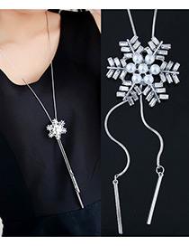 Elegant White Snowflake Shape Decorated Necklace