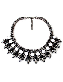 Fashion Black Gemstone Decorated Flower Shape Necklace
