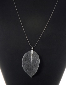 Fashion Gun Black Leaf Pendant Decorated Pure Color Necklace