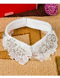 Lovely White Flower Shape Decorated Fake Collar
