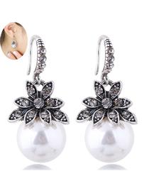 Fashion White Flower Pearl Earrings