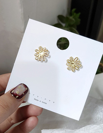 Fashion Gold Small Daisy Earrings