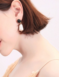 Fashion White Alloy Plating Resin Studded Pearl Earrings