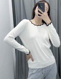 Fashion White Contrast Wave Pattern Fungus Round Neck Sweater