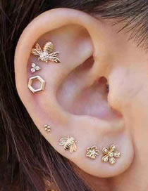 Fashion Golden Bee Studded Flower Ear Stud Set