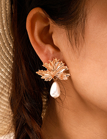 Fashion Golden Pearl Maple Leaf Irregular Concave Earrings