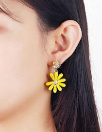 Fashion Yellow Crystal Daisy Alloy Stud Earrings