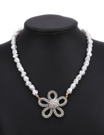 Fashion White Pearl And Diamond Flower Necklace