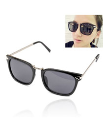 Dreamlike With Black Frame Fashion Classic Vintage Design