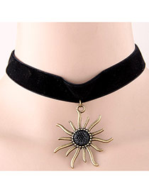 Sweet Black Metal Big Sunflower Pendant Decorated Short Chain Design