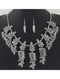 Vintage Silver Color Leaf Shape Decorated Short Chain Design
