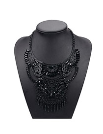 Vintage White+black Hollow Out Geometric Shape Decorated Short Chain Design