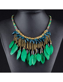Retro Green Feather Pendant Decorated Simple Short Chain Necklace