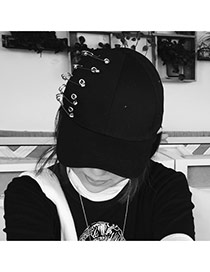 Fashion Black Metal Pin Decorated Pure Color Baseball Cap
