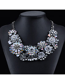Exaggerated White Big Flower Decorated Simple Collarbone Necklace