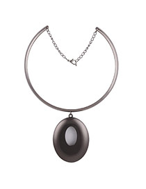 Exaggerated Gun Black Round Shape Pendant Decorated Collar Necklace