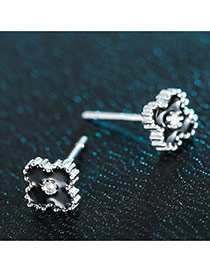 Sweet Black Diamond Decorated Clover Shape Earring
